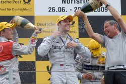 Podium: le vainqueur Jamie Green, Persson Motorsport, AMG Mercedes C-Klasse, seconde place Bruno Spe
