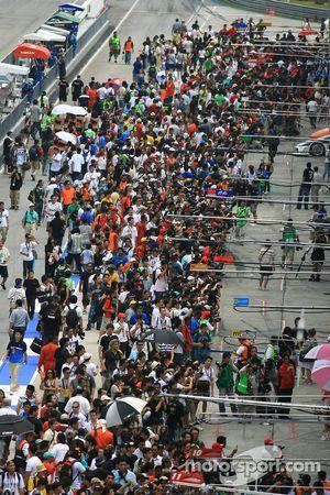 Bain de foule dans les stands
