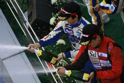 Le podium GT300 : les vainqueurs Hiroki Katoh et Hiroki Yoshimoto