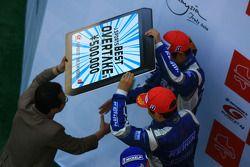 Le podium GT500 : les seconds Toshihiro Kaneishi et Koudai Tsukakoshi