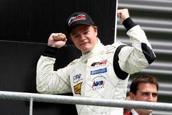 Le vainqueur Tobias Hegewald sur le podium
