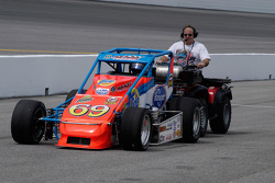 Moving Jerry Coons Jr's car onto pit road