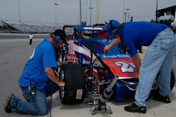 Preparing Dave Darland's car for the run