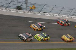 Dale Earnhardt Jr., Hendrick Motorsports Chevrolet, Mark Martin, Hendrick Motorsports Chevrolet et Jamie McMurray, Roush Fenway Racing Ford