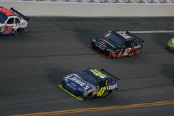 Jimmie Johnson, Hendrick Motorsports Chevrolet et David Stremme, Penske Racing Dodge