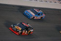 Martin Truex Jr., Earnhardt Ganassi Racing Chevrolet et A.J. Allmendinger, Richard Petty Motorsports