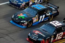 Denny Hamlin, Joe Gibbs Racing Toyota et David Stremme, Penske Racing Dodge