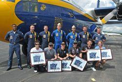 L'avion Fat Albert avec les pilotes d'Indy Car Dario Franchitti, Scott Dixon, Mike Conway, Ernesto Viso et Hideki Mutoh