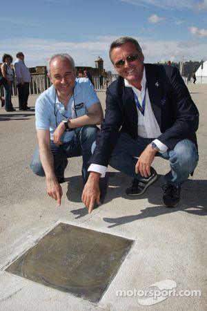 Marcello Lotti, manager général de KSO et le maire de Porto Rui Rio révélant la plaque pour la 100ème course