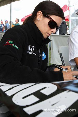 Autograph session: Danica Patrick, Andretti Green Racing