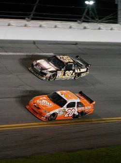 Joey Logano, Joe Gibbs Racing Toyota, Ryan Newman, Stewart-Haas Racing Chevrolet