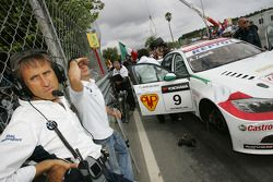 Roberto Ravaglia, Team Manager, BMW Team Italy-Spain / ROAL Motorsport and Sergio Hernandez, BMW Tea