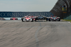 Start: Ryan Briscoe, Team Penske and Justin Wilson, Dale Coyne Racing, lead the field