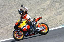 Победитель гонки - Дани Педроса, Repsol Honda Team празднует