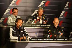 FIA press conference: Paddy Lowe McLaren Engineering Director, Sam Michael, Williams F1 Team, Techni