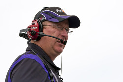 FedEx crew chief Mike Ford