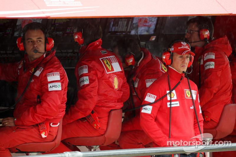 В финале субботней сессии провалилась Ferrari – не помогло даже присутствие на мостике Михаэля Шумахера. Оставшись без мягких шин на подсыхающей трассе, гонщики команды показали только восьмой и девятый результаты