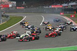 Inicio de la carrera Heikki Kovalainen, McLaren Mercedes, Felipe Massa, Scuderia Ferrari, Jenson But