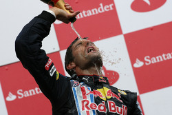 Podium: race winner Mark Webber, Red Bull Racing celebrates with champagne