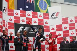 Podio: ganador de la carrera Mark Webber, Red Bull Racing, Sebastian Vettel, Red Bull Racing, el seg