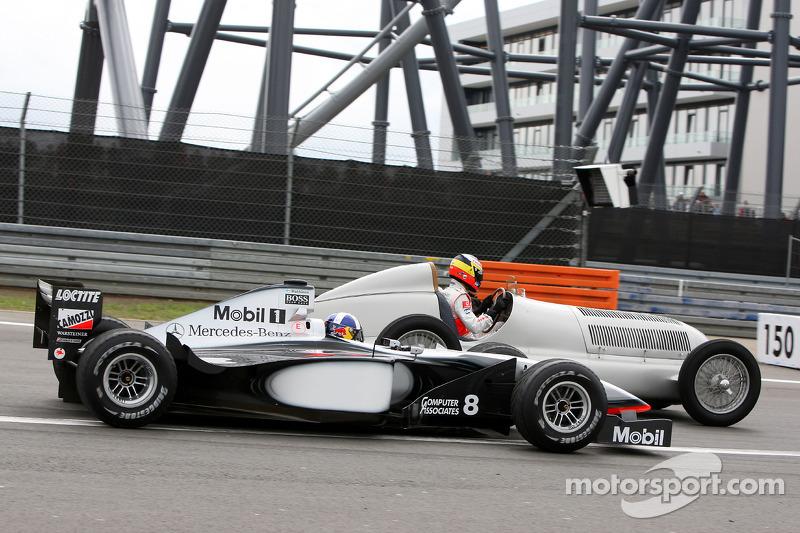 Воскресным утром организаторы порадовали болельщиков заездами исторических машин, включая довоенные Mercedes и чемпионские McLaren конца 90-х годов