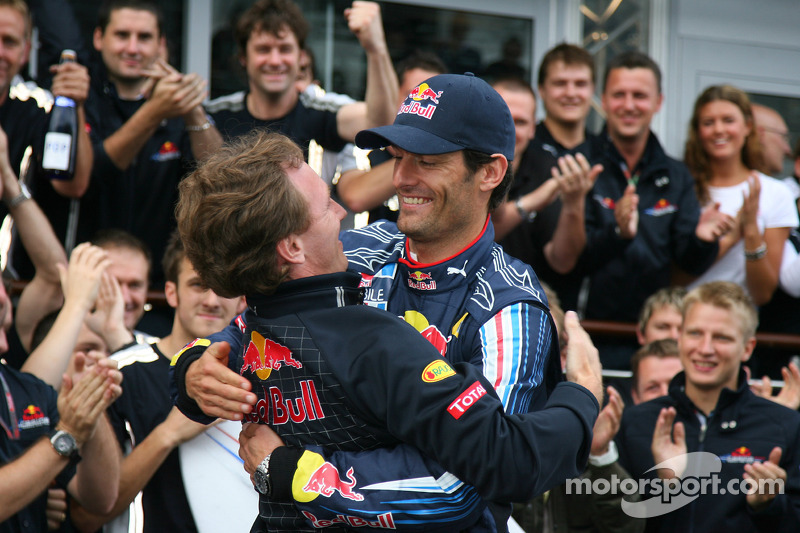 Sommige rijders hebben even nodig om aan de top van de Formule 1 te komen. Welke coureur won in zijn 130e race voor het eerst een Grand Prix en is daarmee recordhouder?