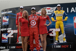 Podium: race winner Dario Franchitti, Target Chip Ganassi Racing, second place Ryan Briscoe, Team Pe