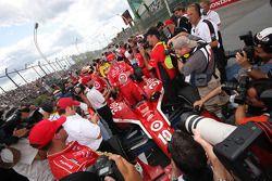 Race winner Dario Franchitti, Target Chip Ganassi Racing celebrates