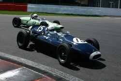 #15 Tania Pilkington (GB) Cooper T43, 1957, 2000cc; #12 André Wanty (B) Lotus 18/21, 1961, 1500cc
