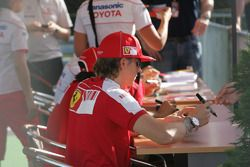Kimi Raikkonen, Scuderia Ferrari firma de autógrafos
