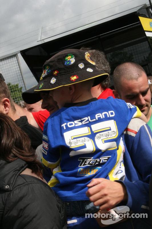 Un joven fan de James Toseland