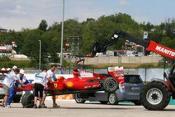 El auto destrozado de Ferrari de Felipe Massa tras su accidente