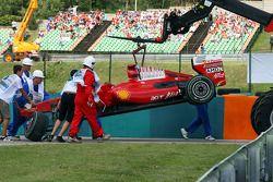 Der zerstörte Ferrari von Felipe Massa nach dem Crash