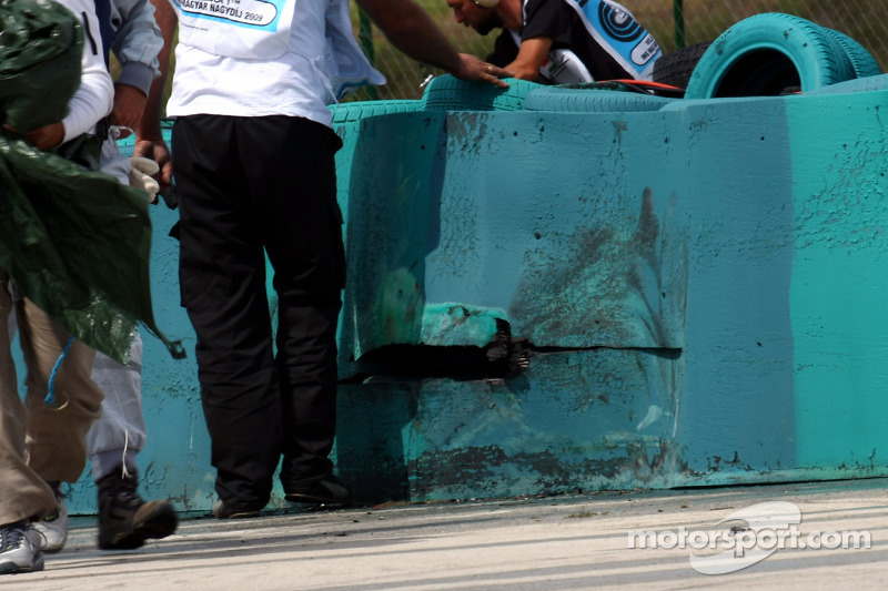 Marks on the tire wall after the crash of Felipe Massa