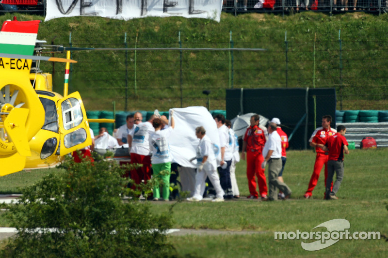 Felipe Massa is taken to hospital kaza sonrası