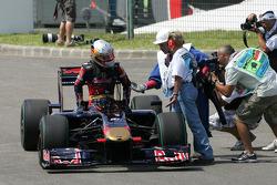 Jaime Alguersuari, Scuderia Toro Rosso breaks down duing qualifying