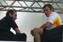 Fernando Alonso, Renault F1 Team en el Red Bull Motorhome