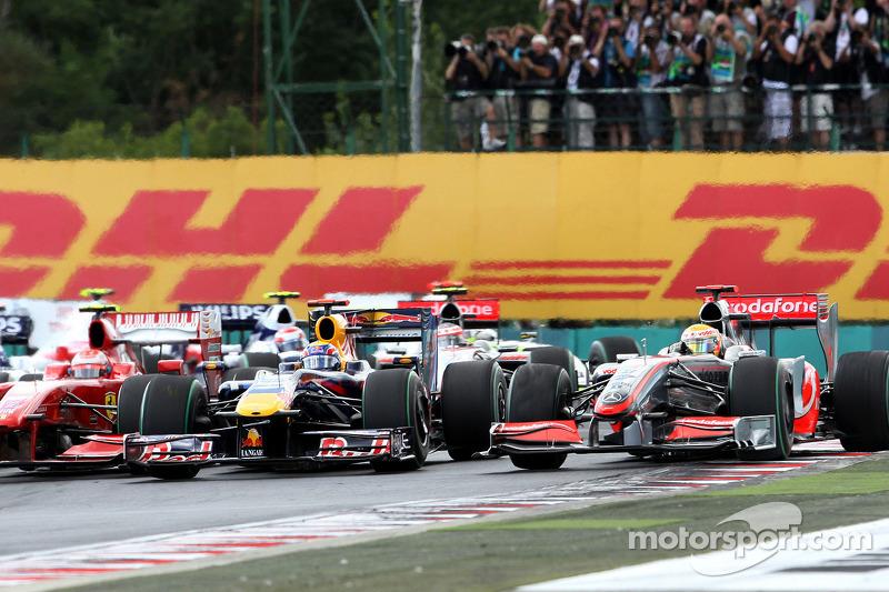 Start: Mark Webber, Red Bull Racing ve Lewis Hamilton, McLaren Mercedes