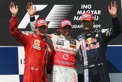 Podio: ganador de la carrera Lewis Hamilton, McLaren Mercedes, segundo lugar Kimi Raikkonen, Scuderi