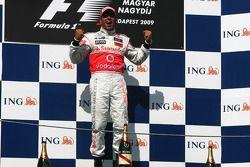 Podium: Sieger Lewis Hamilton, McLaren Mercedes