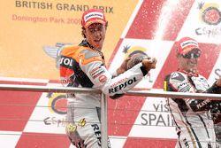 Podium: race winner Andrea Dovizioso, Repsol Honda Team, second place Colin Edwards, Monster Yamaha