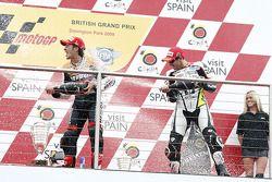 Podio: ganador de la carrera Andrea Dovizioso, del equipo Repsol Honda y segundo lugar Monster Yamah