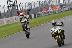 Colin Edwards, Monster Yamaha Tech 3, deuxième devant Randy De Puniet, LCR Honda MotoGP