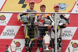 Podio: ganador de la carrera Andrea Dovizioso, del equipo Repsol Honda, segundo lugar Colin Edwards,
