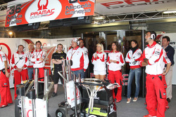 Pramac Racing miembros del equipo ven la carrera