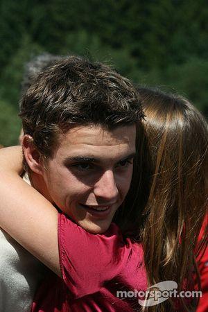 Jules Bianchi consigue un abrazo