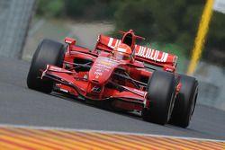 Michael Schumacher, Scuderia Ferrari, prueba el F2007 en preparación para su regreso