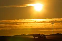 L'action de la course au coucher du soleil