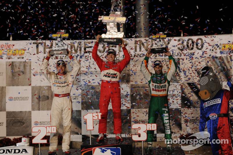 Ryan Briscoe, Team Penske on the podium with Ed Carpenter, Vision Racing and Tony Kanaan, Andretti Green Racing
