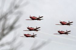 RAAF Roulettes perform above the Sandown circuit